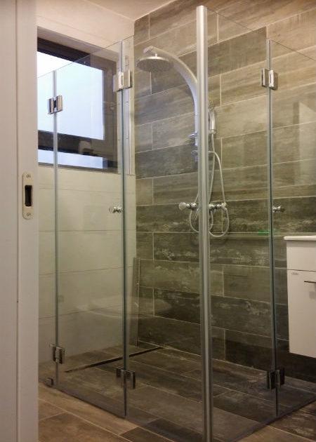 מיוחדים מקלחונים :ייצור ושיווק מקלחונים ,דלתות זכוכית,חיפוי מטבח - 7סטון DD-68